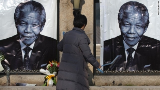 Nelson Mandela death: World mourns South Africa's first black president